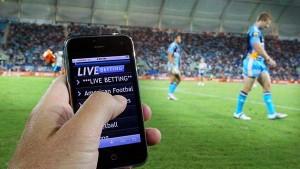 Nên chọn nhà cái online vì chỉ cần một chiếc điện thoại là có thể đặt cược  Tại sao nên chơi cá độ bóng đá online thay cá độ offline? ca do bong da truc tuyen